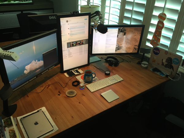 Miraculous Andrew Connell Traveling Dual Monitors On The Road With A Home Interior And Landscaping Dextoversignezvosmurscom